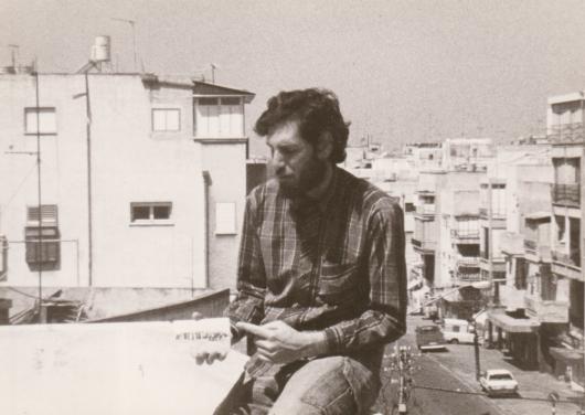 """מתוך הסרט: אהוד עין-גיל והתמונה של חלוקת המגרשים למתיישבי """"אחוזת-בית"""""""