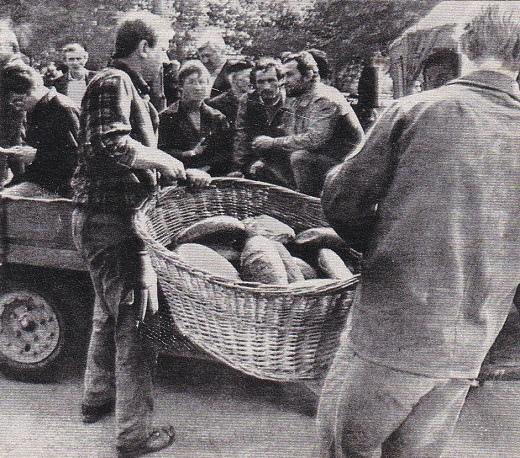 סולידאריות: אספקת לחם לשובתים