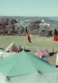 דגלים אבוריג'יניים מתנופפים בבירת אוסטרליה.