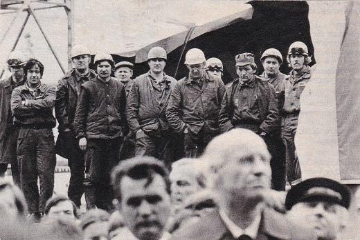 פועלים שובתים במספנה בגדאנסק