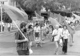 """הגוש של """"מצפן"""" בהפגנת 1 במאי 1979 בתל אביב -4"""